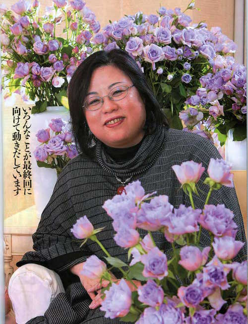 Suzue Miuchi surrounded by purple roses